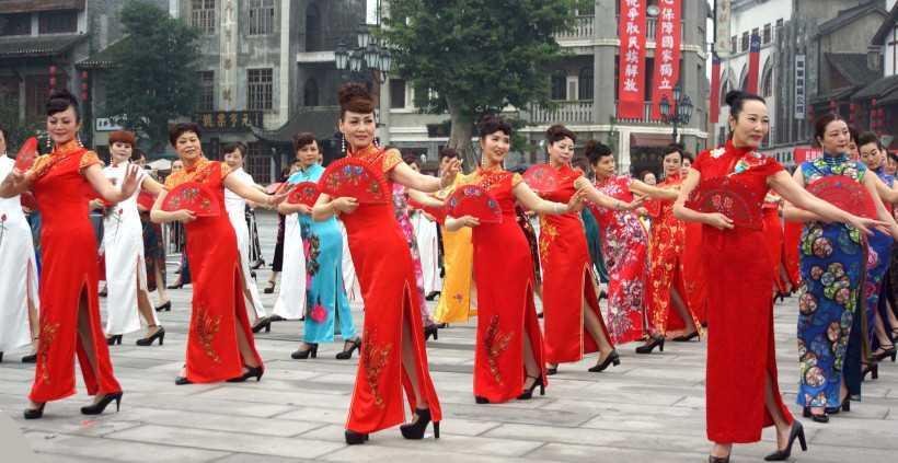 Senior-ladies-wear-Qipao-in-Chongqing