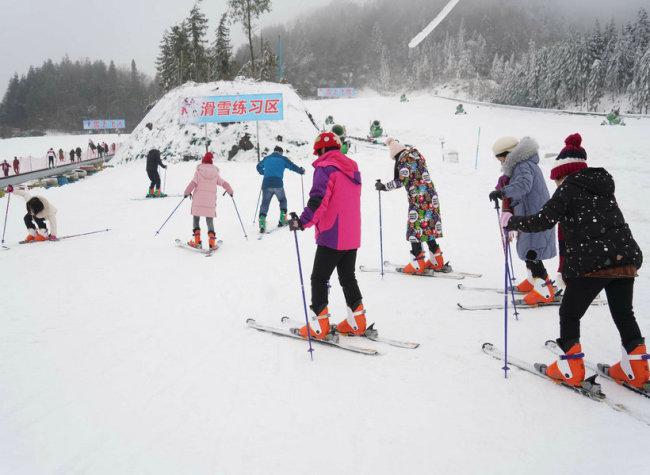 Citizens of Chongqing Enjoy Snow Season at Ski Resort