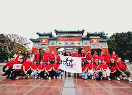 Looking China Participants Take A Day Tour around Downtown Chongqing
