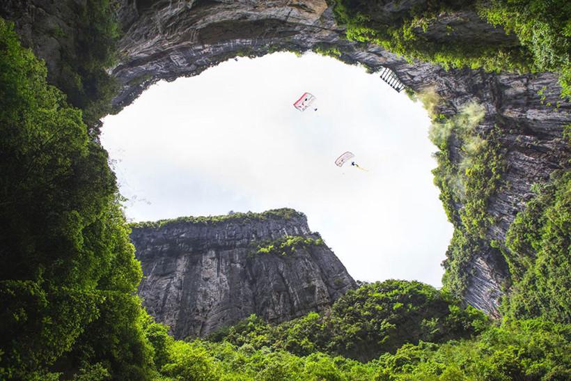 Base-Jumping-cave