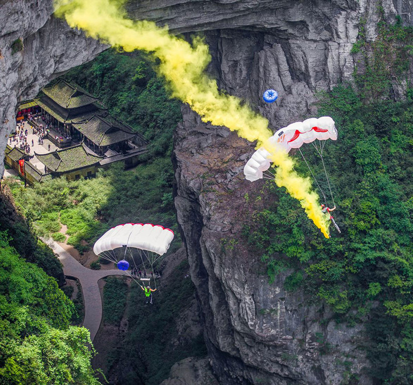 Base-Jumping-valley