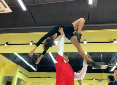 Expats in Chongqing: Alex's Dream for Acrobatic Rock 'n Roll