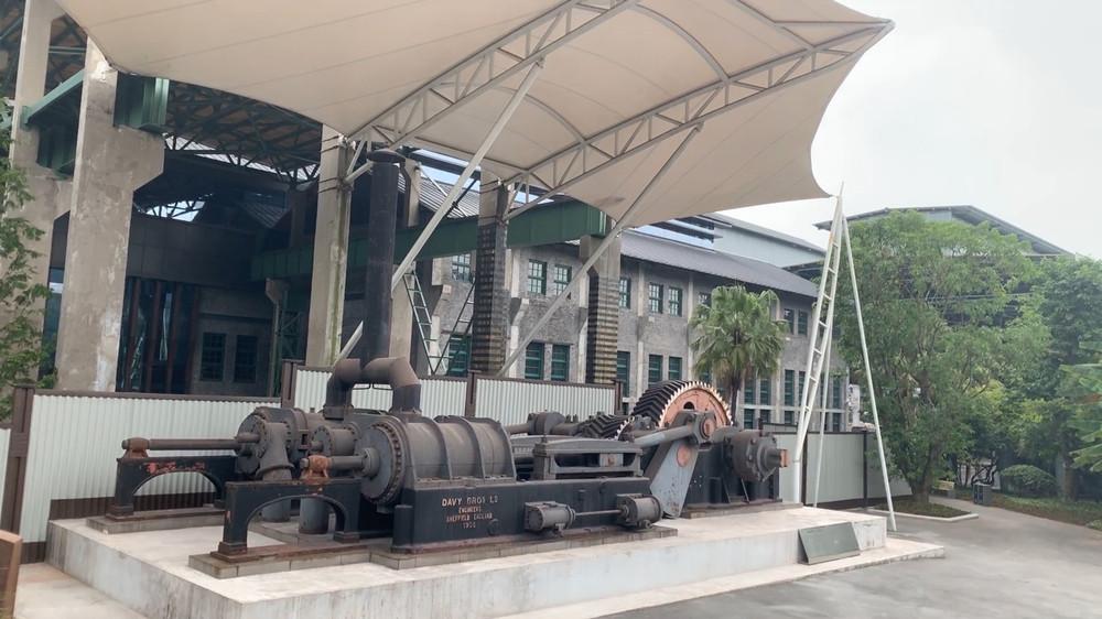 Industrial-Park-steam-engine