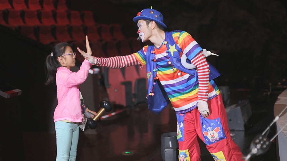 Acrobatic-Show-clown