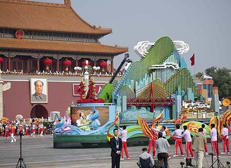 Charming Chongqing Float on Display in People's Square