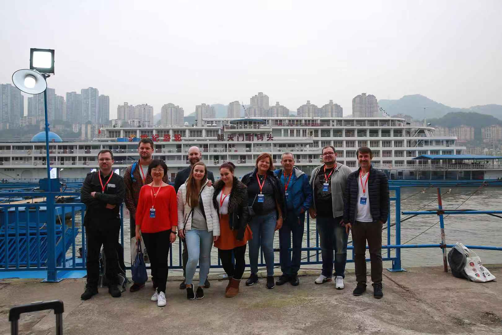 Foreign guests took group picture in front of the Century Diemond Cruise