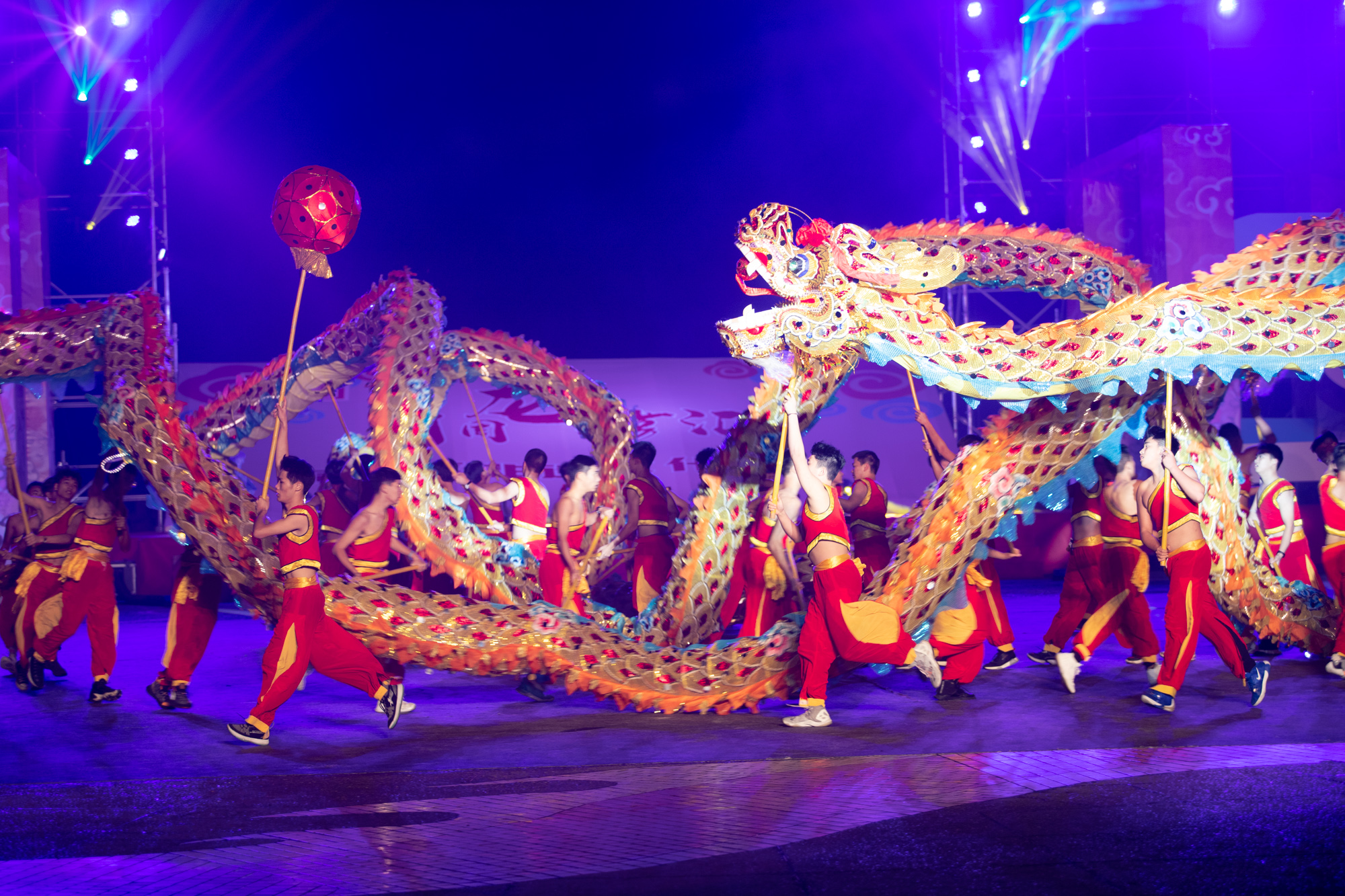 Experiencing Anju Ancient Town and the Tongliang Dragon and Fire Dance