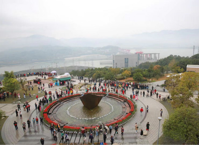 Global Travel Agents Wow at the Three Gorges Dam