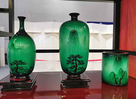 Lacquerware from Remote Mountains Becomes National Gift