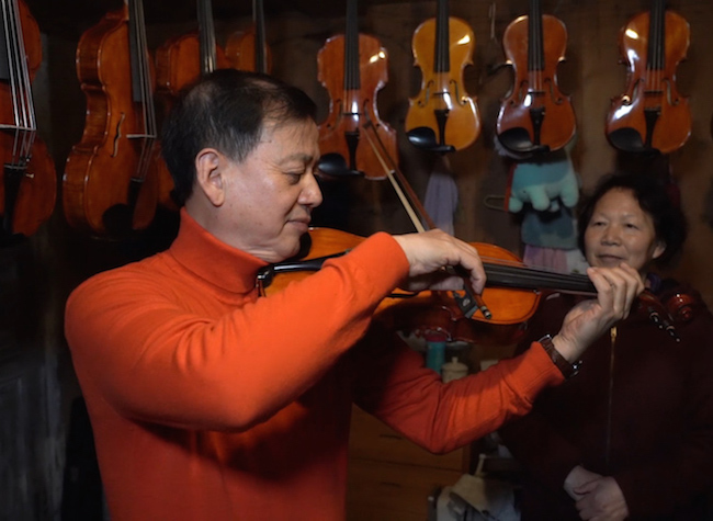 World's First Paulownia-Made Tuning Peg-shift Alto Violin Born in Chongqing