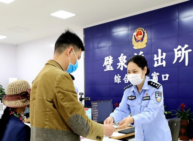 Foreign Resident Registration Shortened to A Day in Chongqing