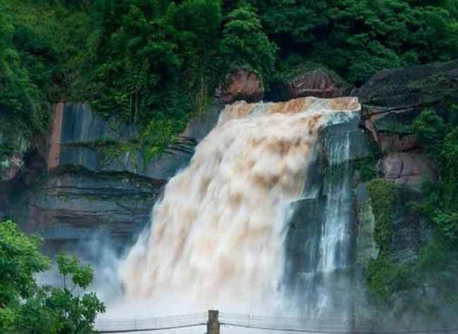 Waterfall Appears in Chongqing's Yubei District after Heavy Rain