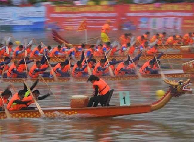 First Dragon Boat Race on Chongqing's Longxi River