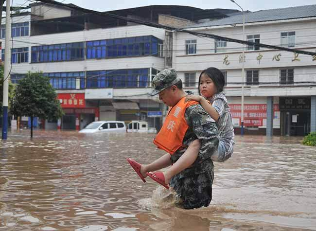 Chongqing Musters All-out Efforts in Flood Relief