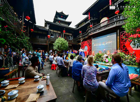James Explores Fengsheng Ancient Town Over Laowai @Chongqing Dragon Boat Festival