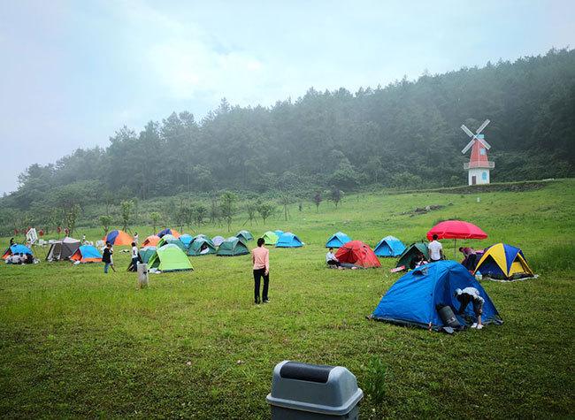 Go Camping! A Road Trip to Fengdu's Jiuchongtian Scenic Spot