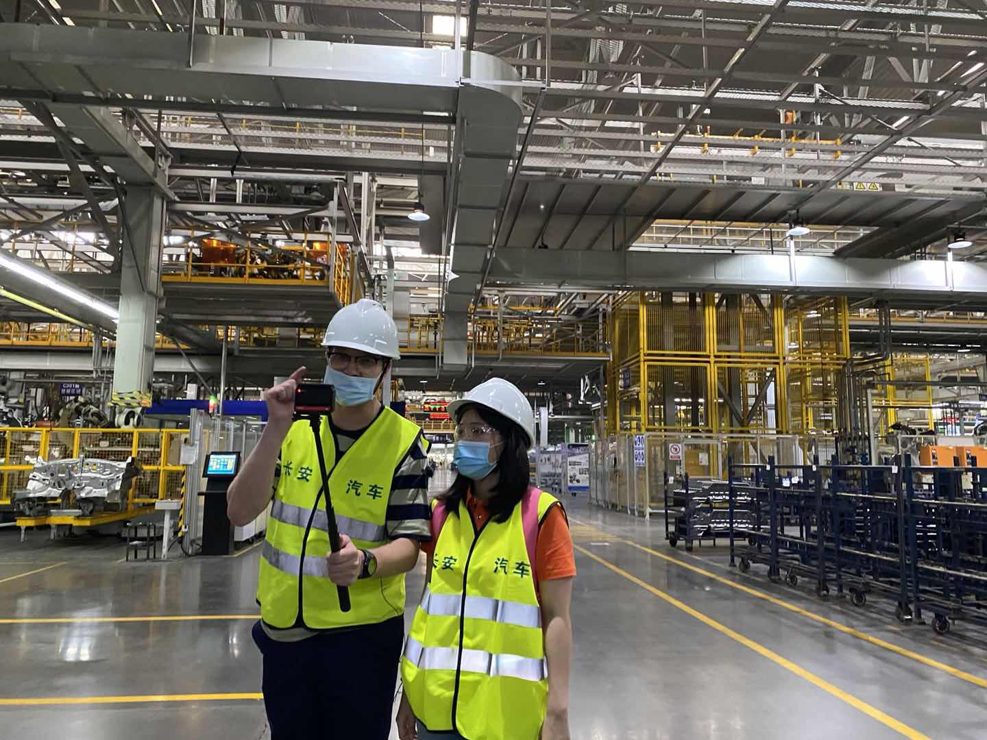Jerry from This is China did a vlog with iChongqing in the automated production line.