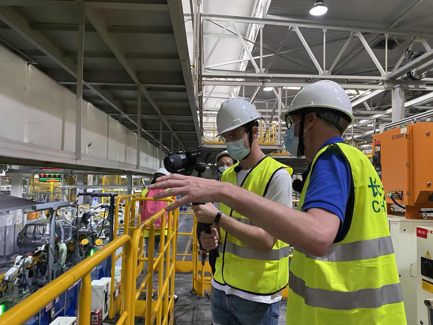 Barrett filmed the automated welding line of Chang'an