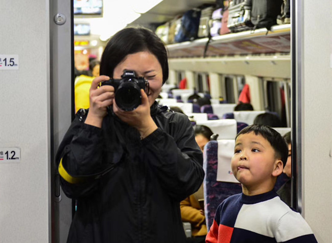 Our Stories | Zhong Jie: Witness Changes on Chengdu-Chongqing Railway