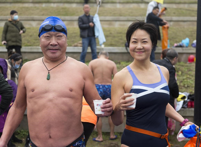 Over 200 Swimmers Challenged the Cold Yulin River with Heart Afire