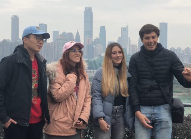 YouTubers Amazed by the Night Scene of Chongqing on Golden Cruise