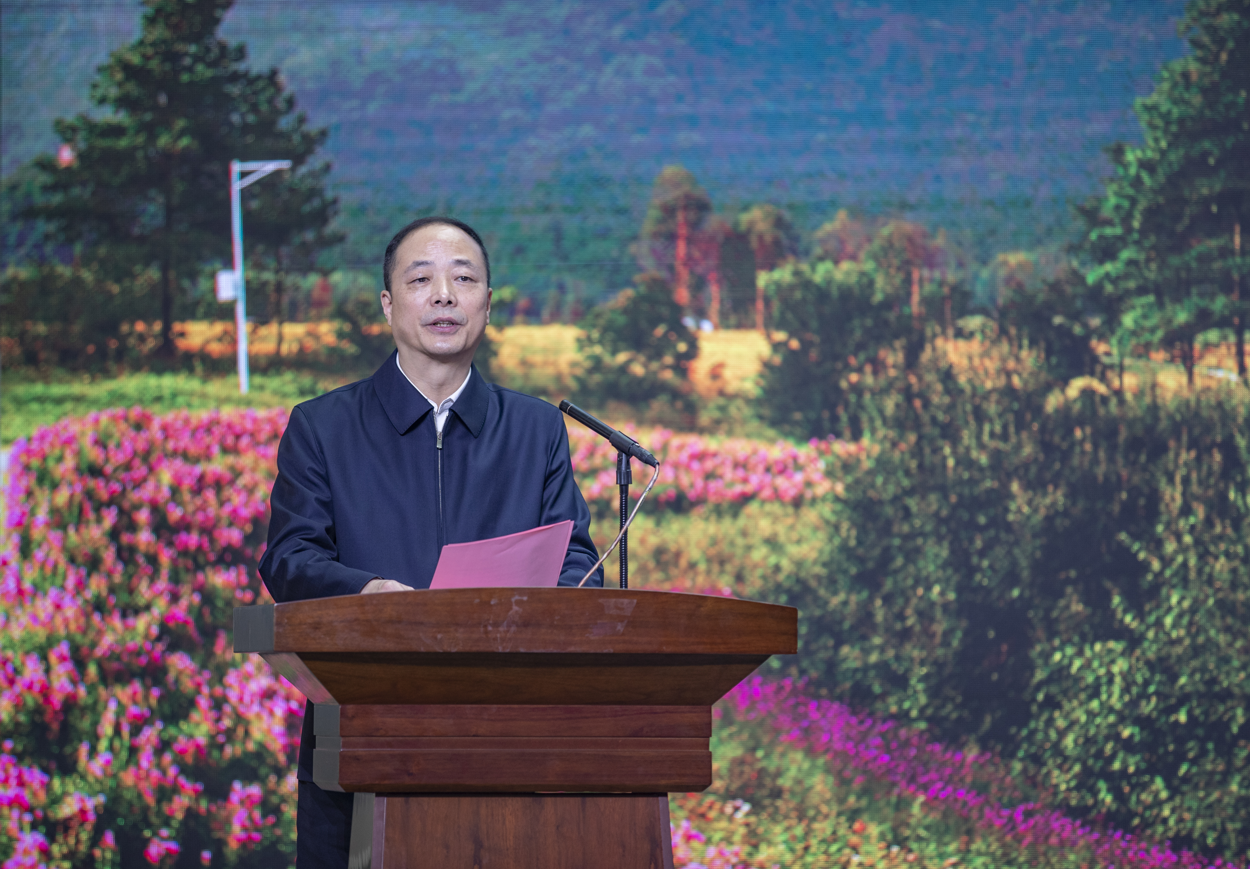 Gongjun has gave a speech in the ceremony.