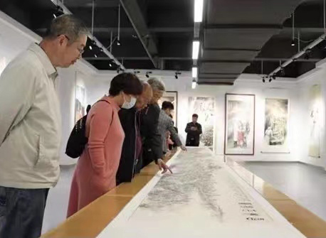 50-meter Scroll on Dazu Rock Carvings Debuts at Dazu District