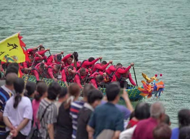 8 Teams Competed in the 1st Three Gorges ICH Dragon Boat Racing