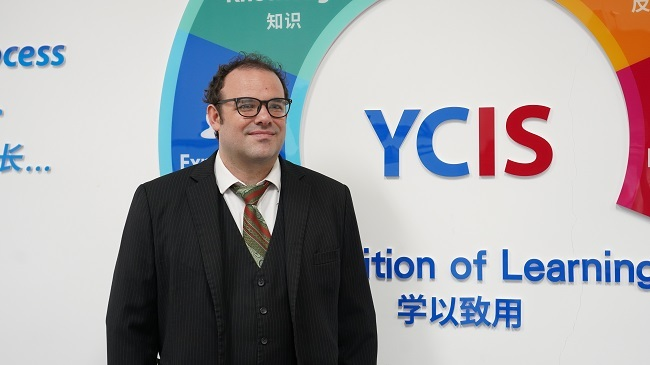 American Teacher in Chongqing: China, to be a Futuristic Wonder World   The CPC in My Eyes