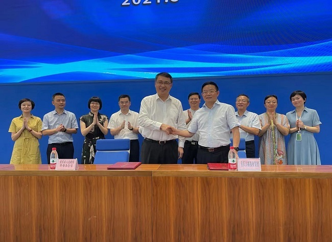 Chongqing Foreign Affairs Office and Chongqing Daily News Group Sign Cooperative Agreement