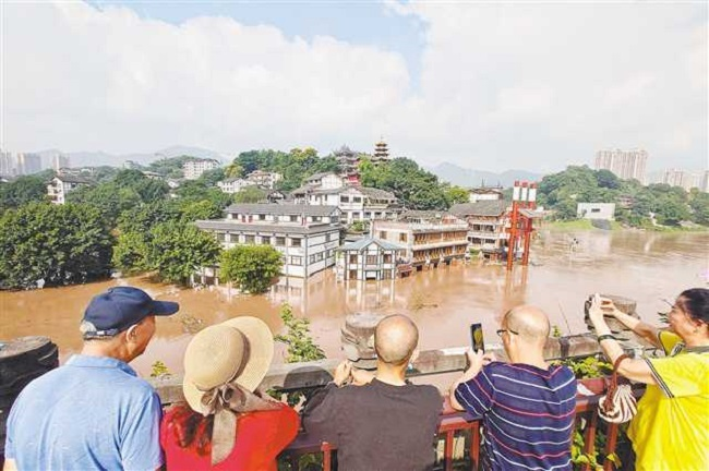 With Lines of Defense, The Biggest Flood Passed Downtown Chongqing Smoothly