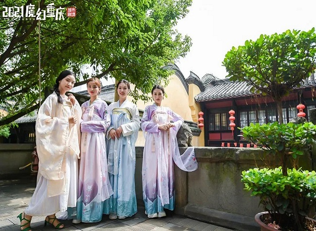 Time-Travel Tours Bring Fun to the National Day Holiday