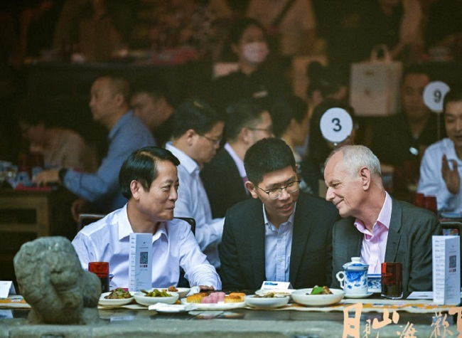 Consulates in Chongqing Celebrate Mid-Autumn Festival at Huguang Guild Hall