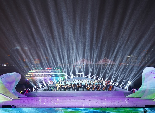 Concert of World Great Rivers Resounded on the Bank of the Yangtze River